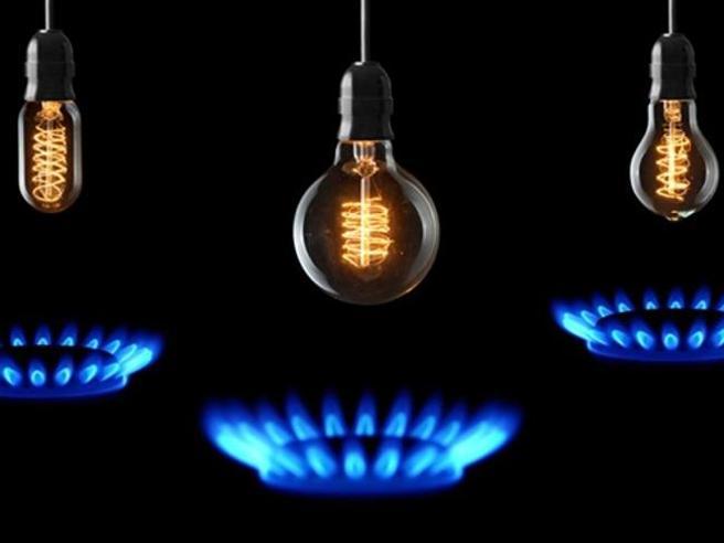 Aumenti luce e gas gennaio 2021: la guida per difendersi dai rincari