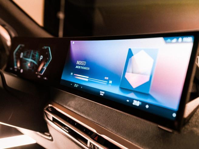 Megaschermi, vetri intelligenti, pannelli solari: al Ces va in scena l'auto di domani