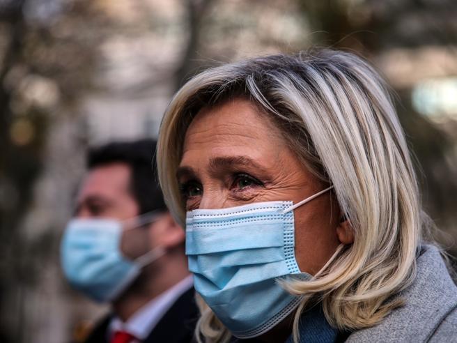 Marine Le Pen, i dieci anni alla guida del Front National e lo sdoganamento