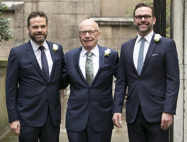 James Murdoch contro il padre: «Fox danneggia la democrazia». Ma Rupert radicalizza il network
