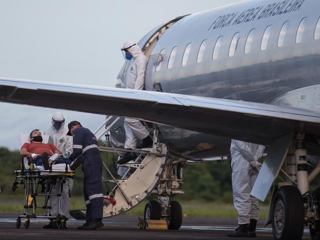 L'Italia blocca i voli dal Brasile per la variante brasiliana del coronavirus