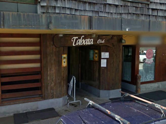 Festa in discoteca a Sestriere: 50 in pista a ballare. Locale chiuso
