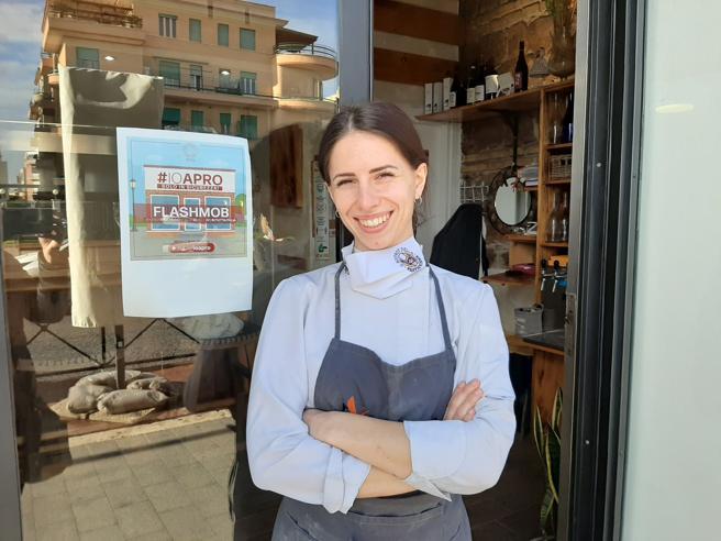 Ostia, la protesta della giovane chef: «Restiamo aperti, il governo ascolti»