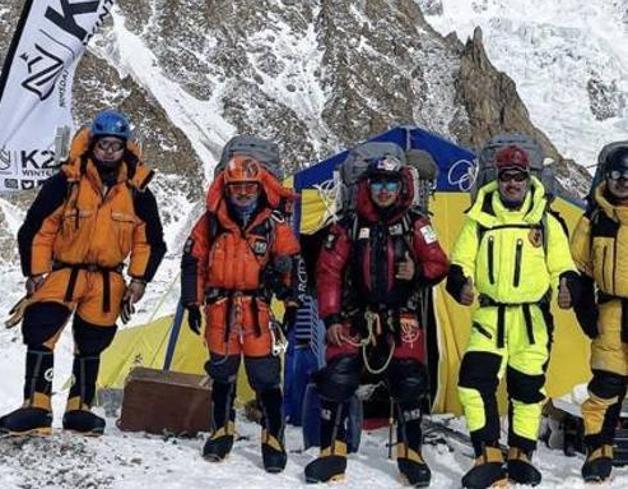 Il K2 scalato in inverno per la prima volta: il record di 10 nepalesi. «Il traguardo più grande della storia»