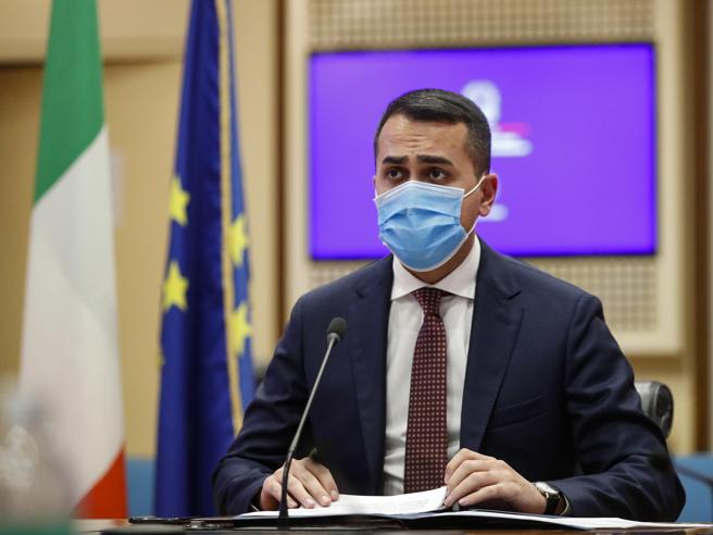 Di Maio: «No a governissimi e governicchi. La maggioranza assoluta? Solo un giochino di Renzi»