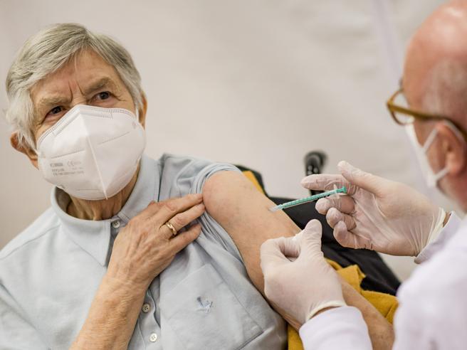 Covid, i rischi della «falsa sicurezza» dopo la prima dose di vaccino