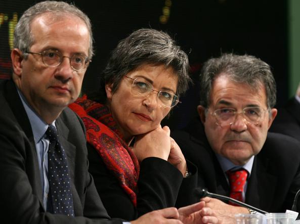 دبیر وقت حزب دموکرات ، والتر ولترونی ، آنا فینوکیارو و رومانو پرودی ، در جریان مجلس مituسسان حزب دموکرات در سال 2008 (آنسا)