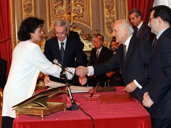 آنا فینوچارو به عنوان وزیر دولت پرودی سوگند یاد کرد
