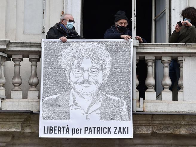 Zaki, la nuova decisione  dell'Egitto sulla detenzione: «Dovrà restare in carcere per altri 15 giorni»
