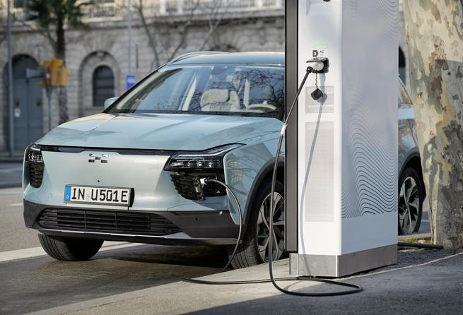 Auto elettriche, l'offensiva cinese: super produzione e modelli da 3.500 euro