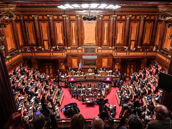 Crisi di governo, Conte oggi al Senato. La giornata politica in diretta