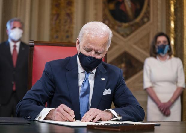 Biden presidente, i primi atti: virus, clima, migranti