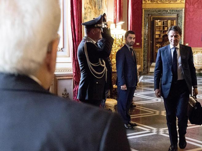 Maggioranza più larga o le urne: Conte sente i leader e va da Mattarella