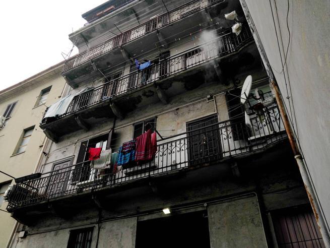Milano, il fascino perduto di via Gluck: «Una discarica a cielo aperto»