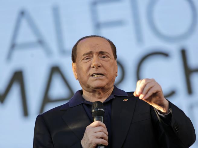 Crisi di governo, Berlusconi in campo: datemi l'elenco dei dubbiosi, li chiamo e li convinco