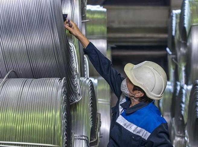 Lord Barker (En+): «L'alluminio verde è il futuro, via i dazi sulle importazioni. Anche in Italia»