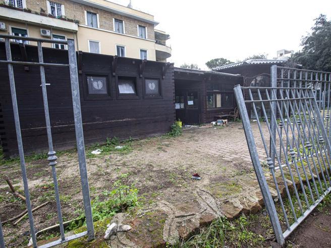 Villa Massimo  riqualificata nel 2019 ma nel giardino alberi secchi e degrado