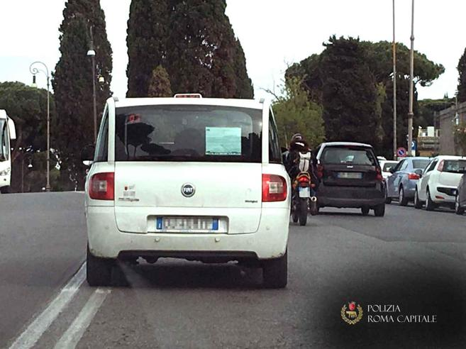 «L'auto correva» Il tassista rischia l'omicidio colposo