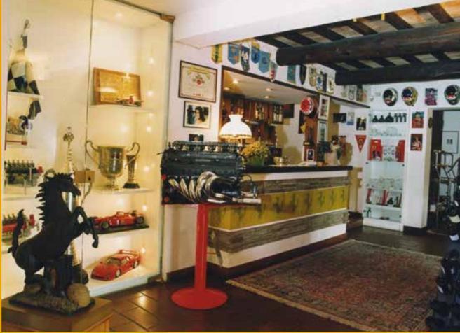 Ferrari, all'asta la collezione del mitico «Cavallino» di Maranello. Era il ristorante del Drake
