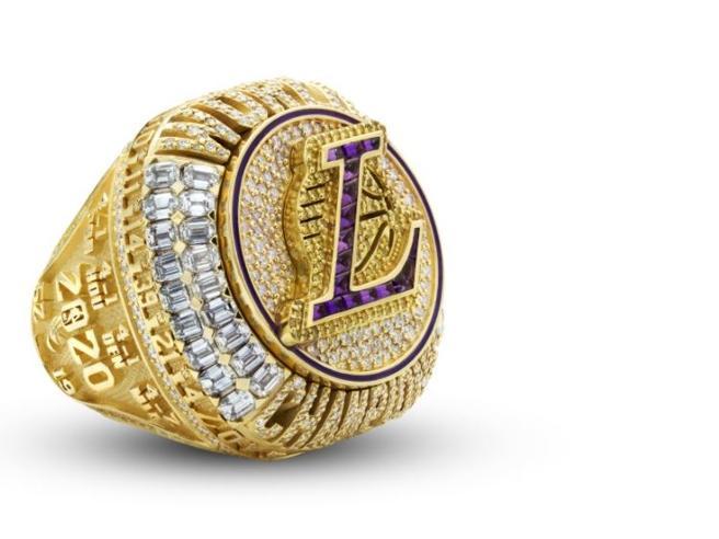 Lakers, l'anello Nba del 2020 è pieno di segreti: dalla morte di Kobe Bryant al Covid, ecco cosa contiene