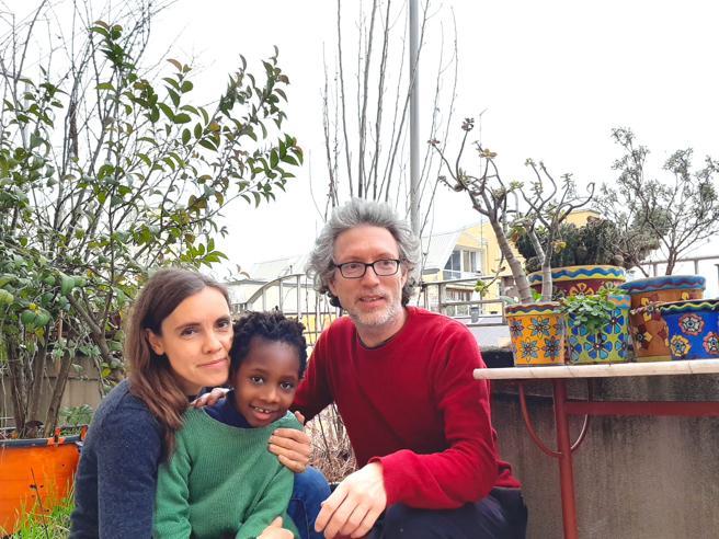 L'Africa a Milano coltivata in terrazzo per dare a Sara un po' della sua terra