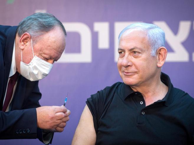 Israele, l'accordo segreto di Netanyahu con Pfizer trasforma il Paese in un laboratorio