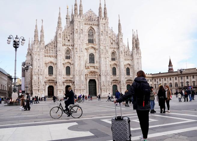 La Lombardia da oggi è in arancione: negozi aperti, ma bar sempre da asporto