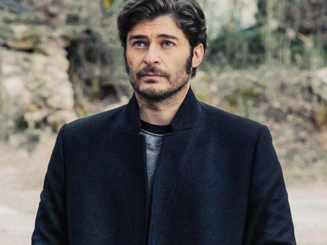Lino Guanciale, da rugbista mancato a testimonial per i rifugiati: 7 segreti del «Commissario Ricciardi»