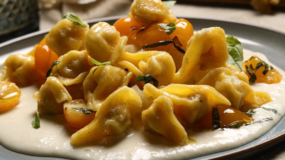Cappelletti con crema di parmigiano, cardi e patate