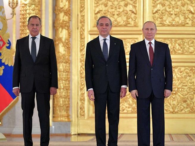 L'ambasciatore italiano a Mosca si vaccina con Sputnik: «Collaborare è importante»