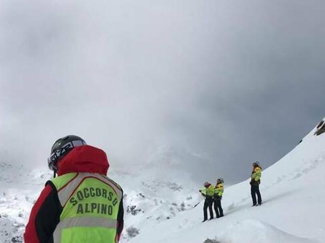 Abruzzo, escursionisti dispersi sul Monte Velino. I soccorritori: «Travolti da una valanga»