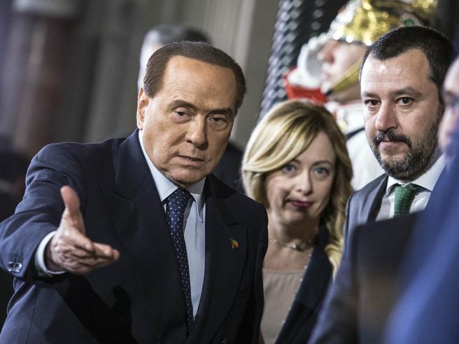Crisi di governo, Berlusconi e il Quirinale: «Serve l'unità nazionale» E  il centrodestra teme la spaccatura