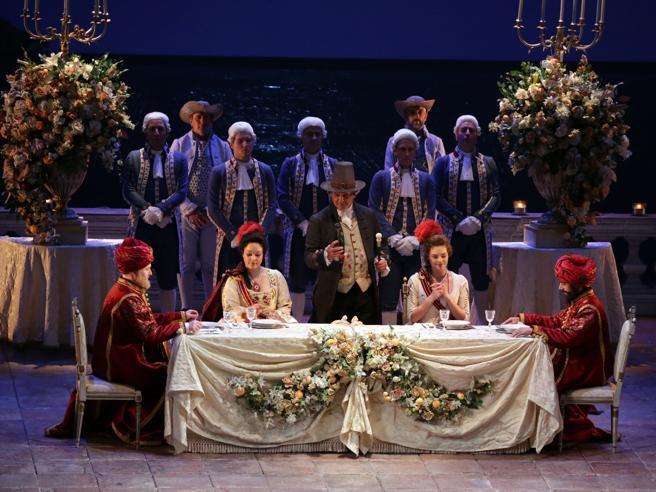 Riecco l'opera alla Scala con l'elegante «Cosଠfan tutte»