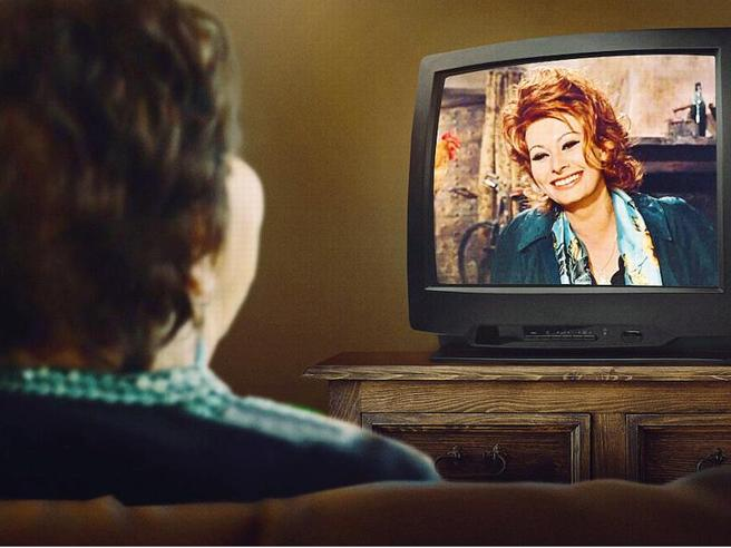 Le pagelle del Mereghetti: «Cosa farebbe Sophia Loren?», la mitologia del cinema nella devozione di una matrona italoamericana (voto 6/7)