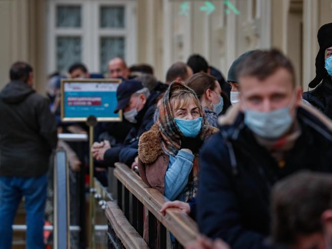 Via le restrizioni Covid a Mosca, le autorità: «Metà dei cittadini sono immuni»
