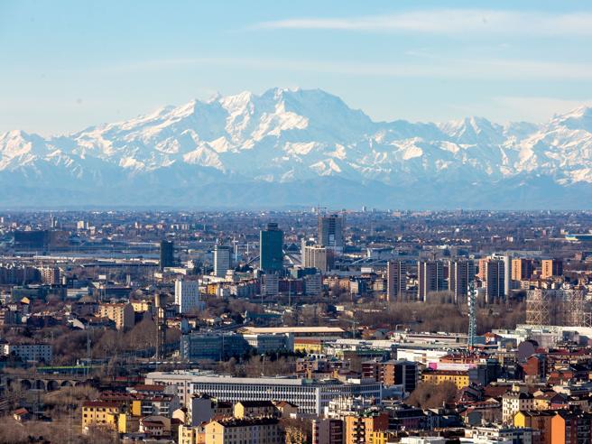 Lombardia resta arancione rinforzato: Emilia e Campania rosse, Veneto e Friuli arancioni