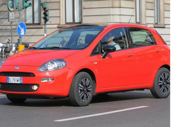 فیات پونتو هنوز هم یکی از پرطرفدارترین اتومبیل های رانندگان ایتالیایی است.