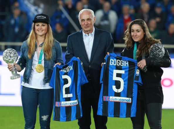 Michela and Sofia with the president of Atalanta, Antonio Percassi (Ansa)