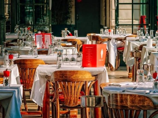 Gli chef: «Perché aprire a pranzo e non a cena?» Ecco come i ristoranti possono lavorare anche la sera