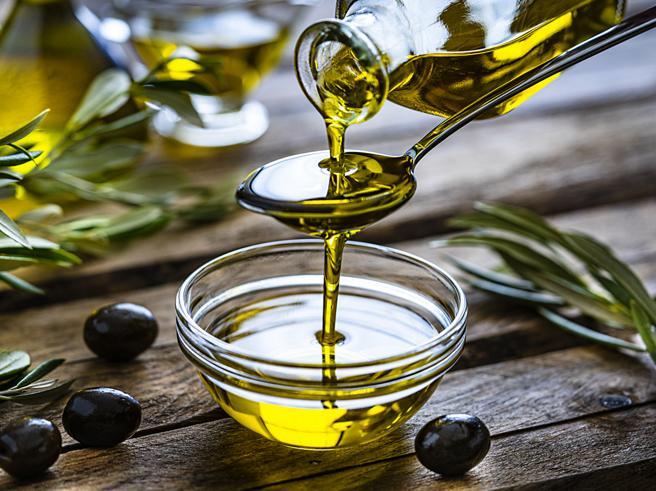 Boom di vendite nel mondo: tutti i benefici dell'olio extravergine di oliva