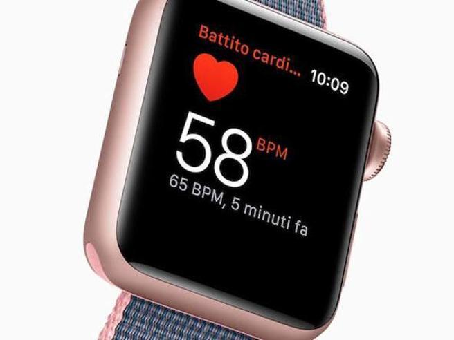 Usa, studio rivela: l'Apple Watch può «predire» il coronavirus fino a una settimana prima dei tamponi