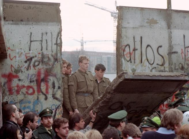Prosperi: «Le conquiste finite sotto le macerie del muro di Berlino»