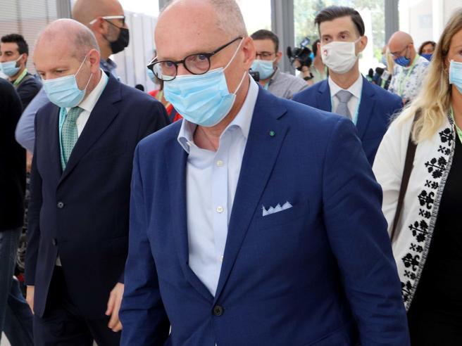 Lockdown in Italia, «chiusura totale, per 2-3-4 settimane»: la linea di Ricciardi