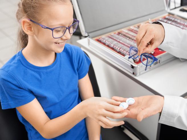 Lenti a contatto: con le giuste cautele possono usarle anche i ragazzi