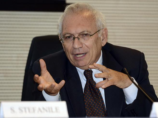 Maturità, Bianchi: «Nel 2021 niente scritti, ma un elaborato da discutere all'orale»