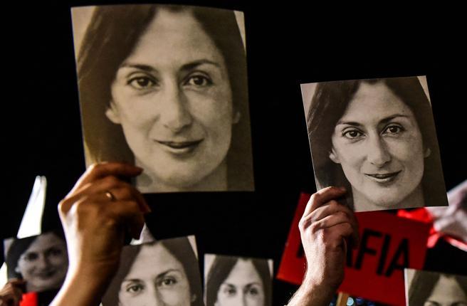 Il delitto di Daphne Caruana Galizia, uno dei tre accusati si dichiara colpevole: condannato a 15 anni