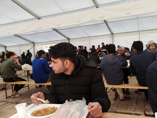 Bosnia, ai profughi di Lipa i primi pasti caldi grazie a Caritas Ambrosiana