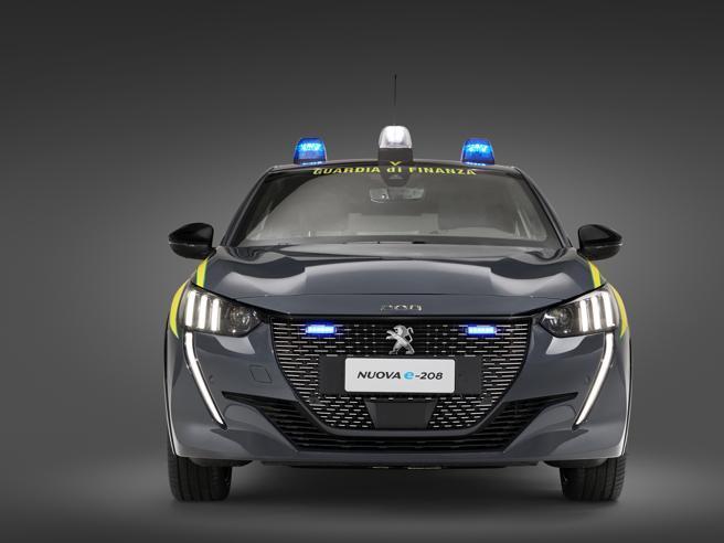 La Finanza arruola la Peugeot e-208