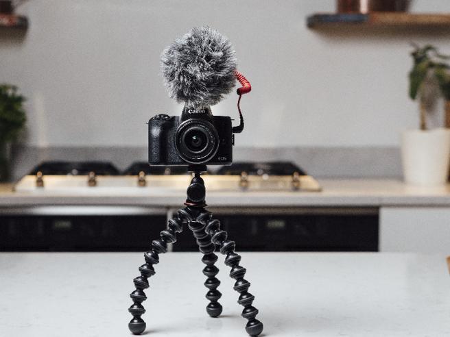 M50 Mark II, la piccola fotocamera di Canon che strizza l'occhio a YouTube e TikTok