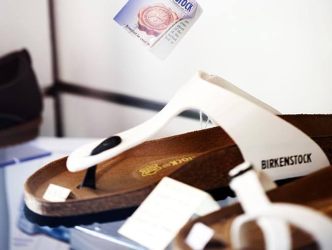 Bernard Arnault (Lvmh) prende il controllo dei sandali Birkenstock